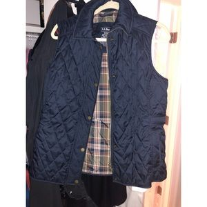 LL bean navy vest size medium